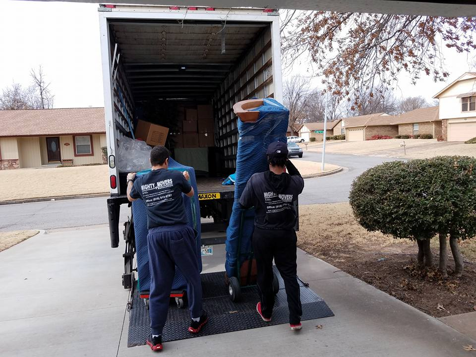 The Loading Unng Of All Household Goods Including A Grand Piano To Norman Ok We Are Your Premiere Tulsa Movers Long Distance Moving Company